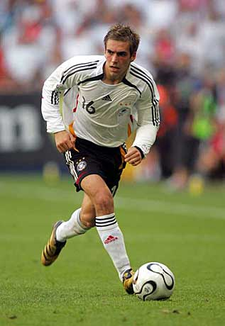 Philipp_Lahm_run_witg_ball.jpg