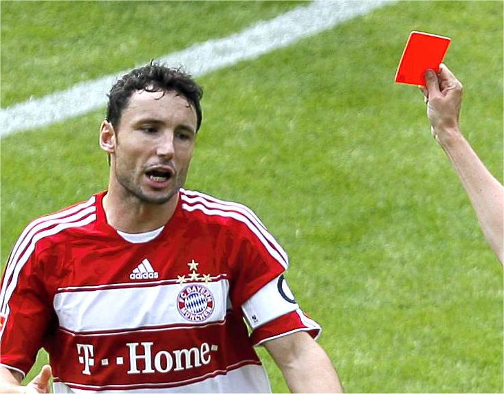 Mark van Bommel red cart