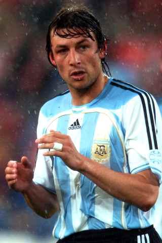 http://www.football-pictures.net/data/media/238/Heinze_argentina.jpg