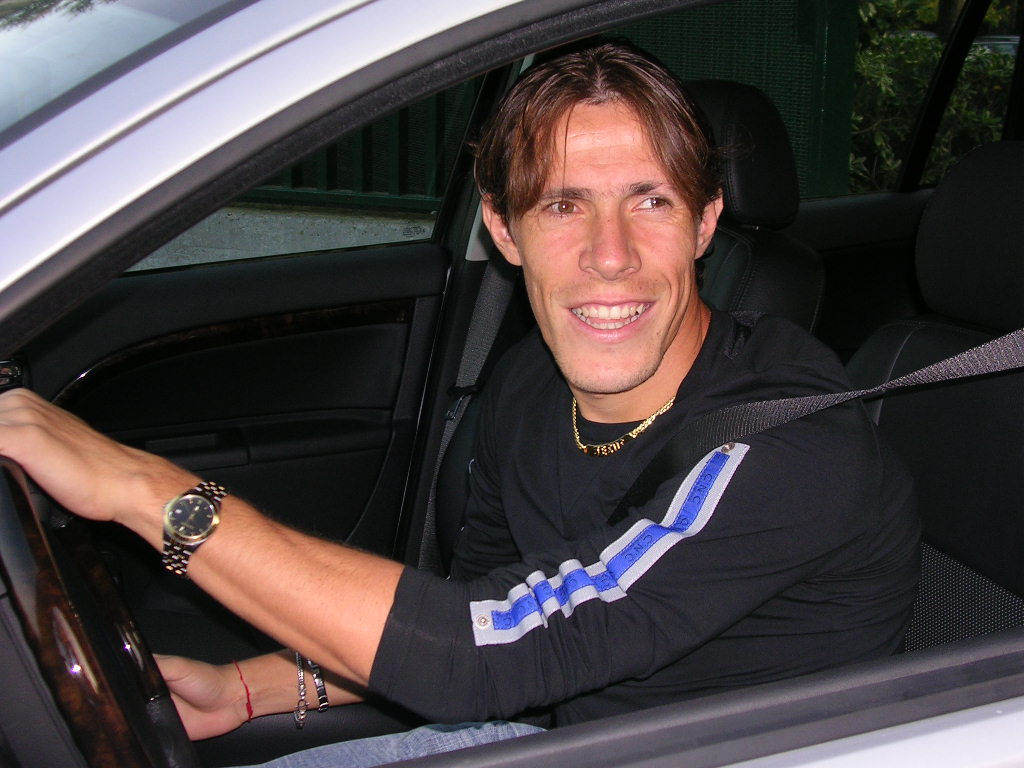 http://www.football-pictures.net/data/media/246/rodrigo_taddei_wallpaper.JPG