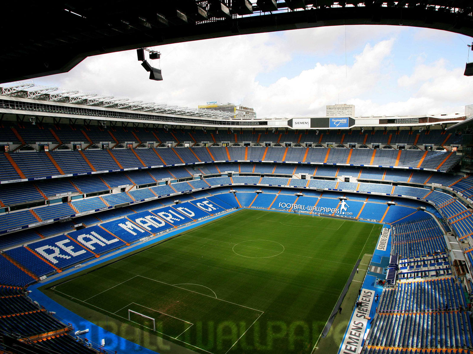 http://www.football-pictures.net/data/media/319/Santiago-Bernabeu-jpeg.jpg